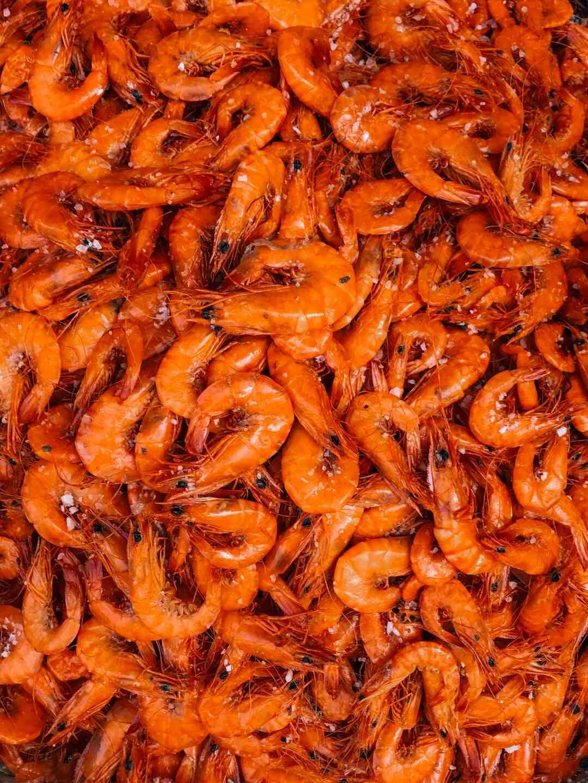 Comment décortiquer les crevettes crues ?
