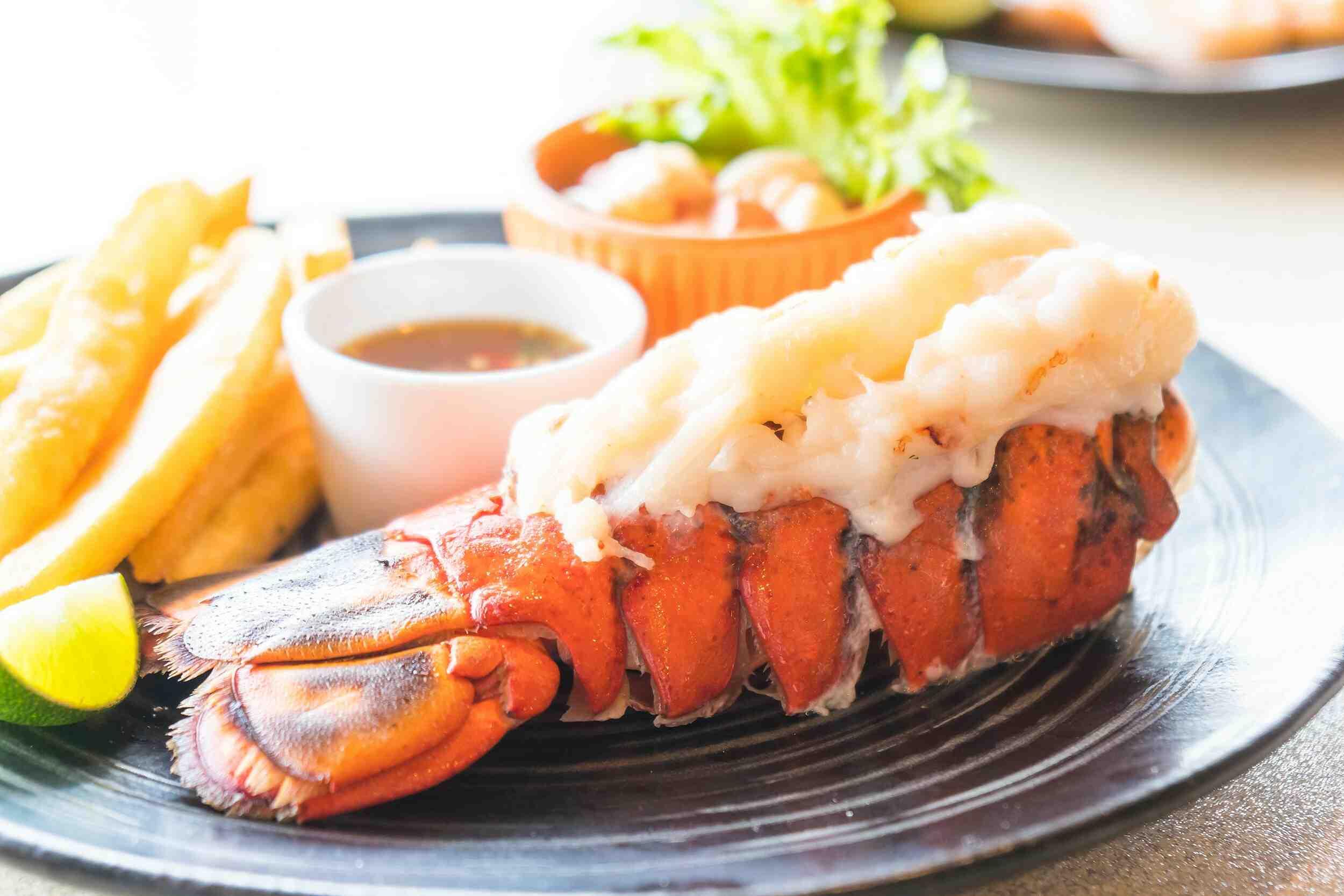 Comment faire bouillir des queues de homard